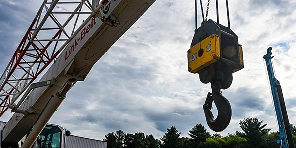 Lifting hook and drilling rig